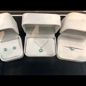Jewelry - 3 piece set emerald/diamond set